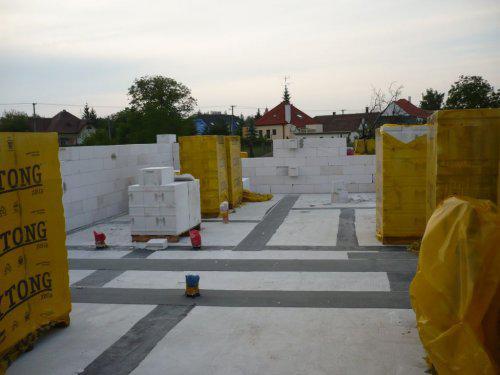 Stavba nášho domu - 1 den