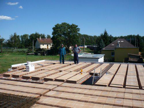 Stavba nášho domu - pohľad z hora
