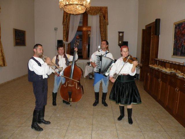 Valéria{{_AND_}}Branislav - O skvelú zábavu sa postarali Heskovci...