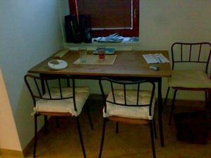 stůl omlouvám, se za nepořádek na stole:)