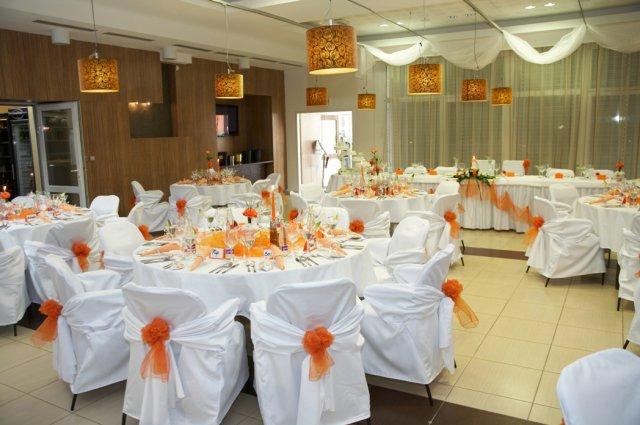 Pokračuje svadba - sála