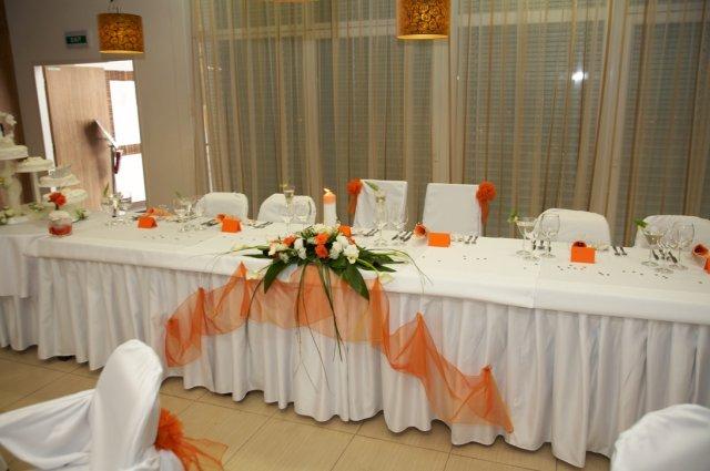 Pokračuje svadba - hlavný stol