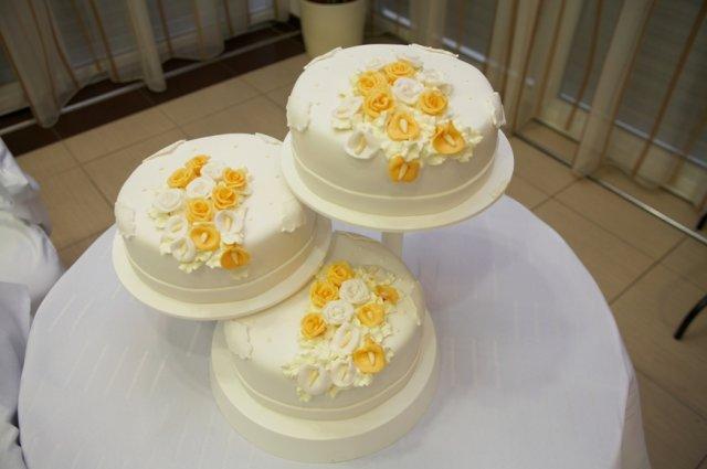 Pokračuje svadba - torta od svokrovcov