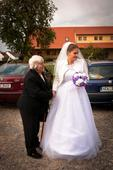 Tylové svatební šaty, 40