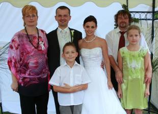 Ženíchova sestra s rodinkou