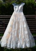 Bohato zdobené svadobné šaty, 36
