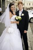 Svatební šaty s dlouhou vlečkou, 44