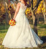 Značkové romantické krajkové šaty, 38