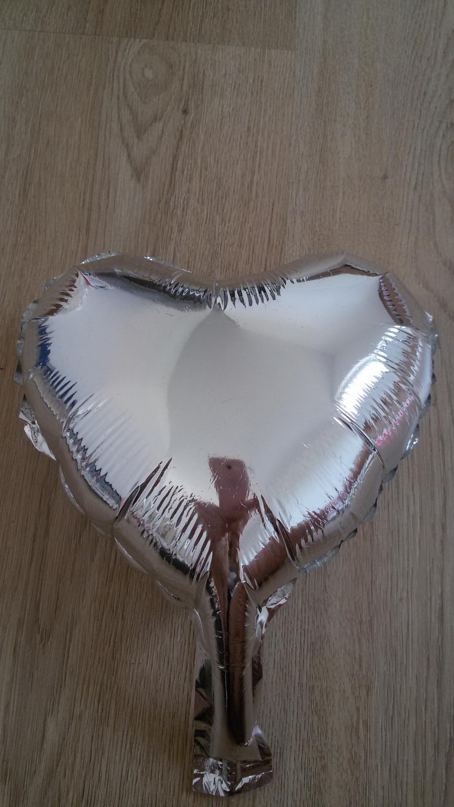 stříbrné lesklé balónky srdce - Obrázek č. 1