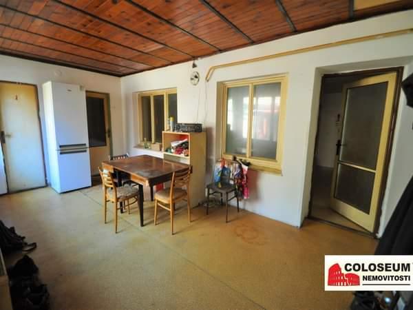 Veranda + chodba - Pohled na okna od kuchyně a pracovny