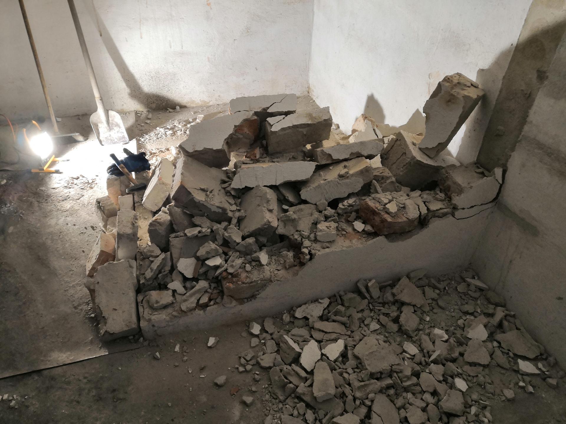 Suterén - Zbouraný chlíveček 😊
