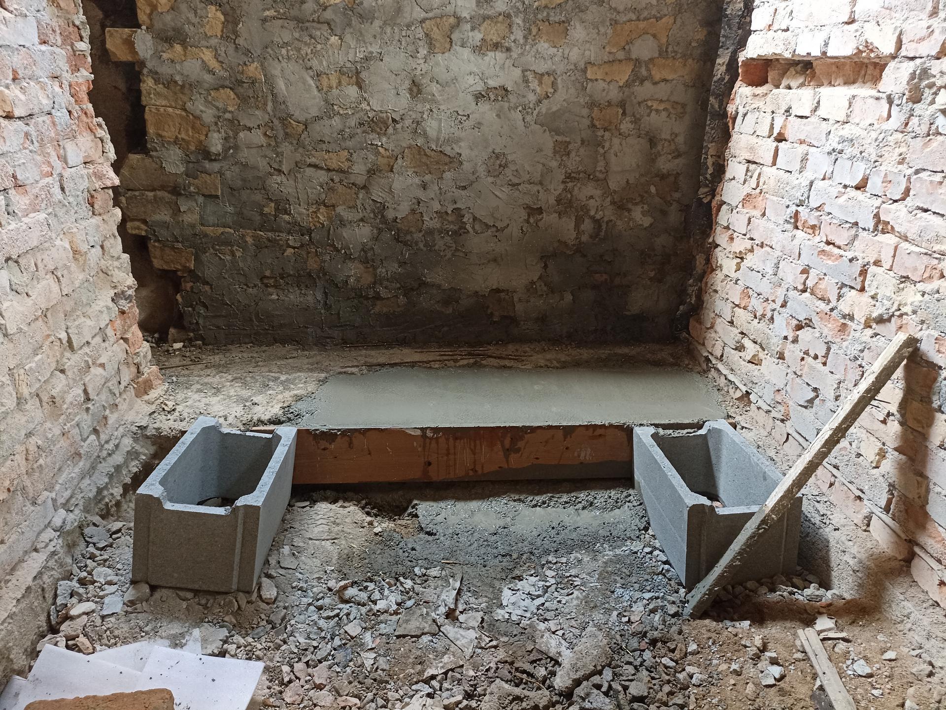 Koupelna - Zeď zpevněná, základ vylitej