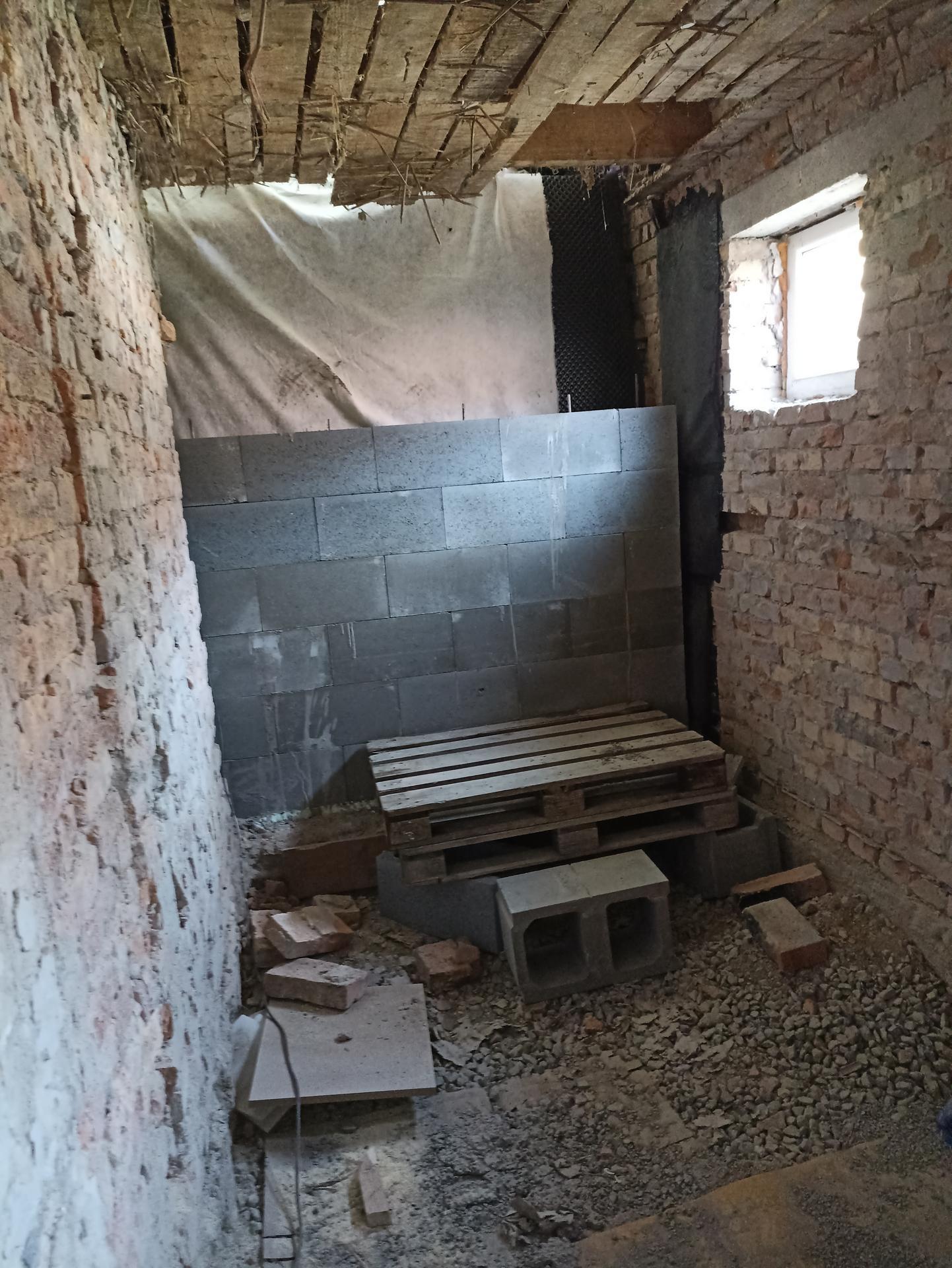 Koupelna - Stavíme opěrnou zeď
