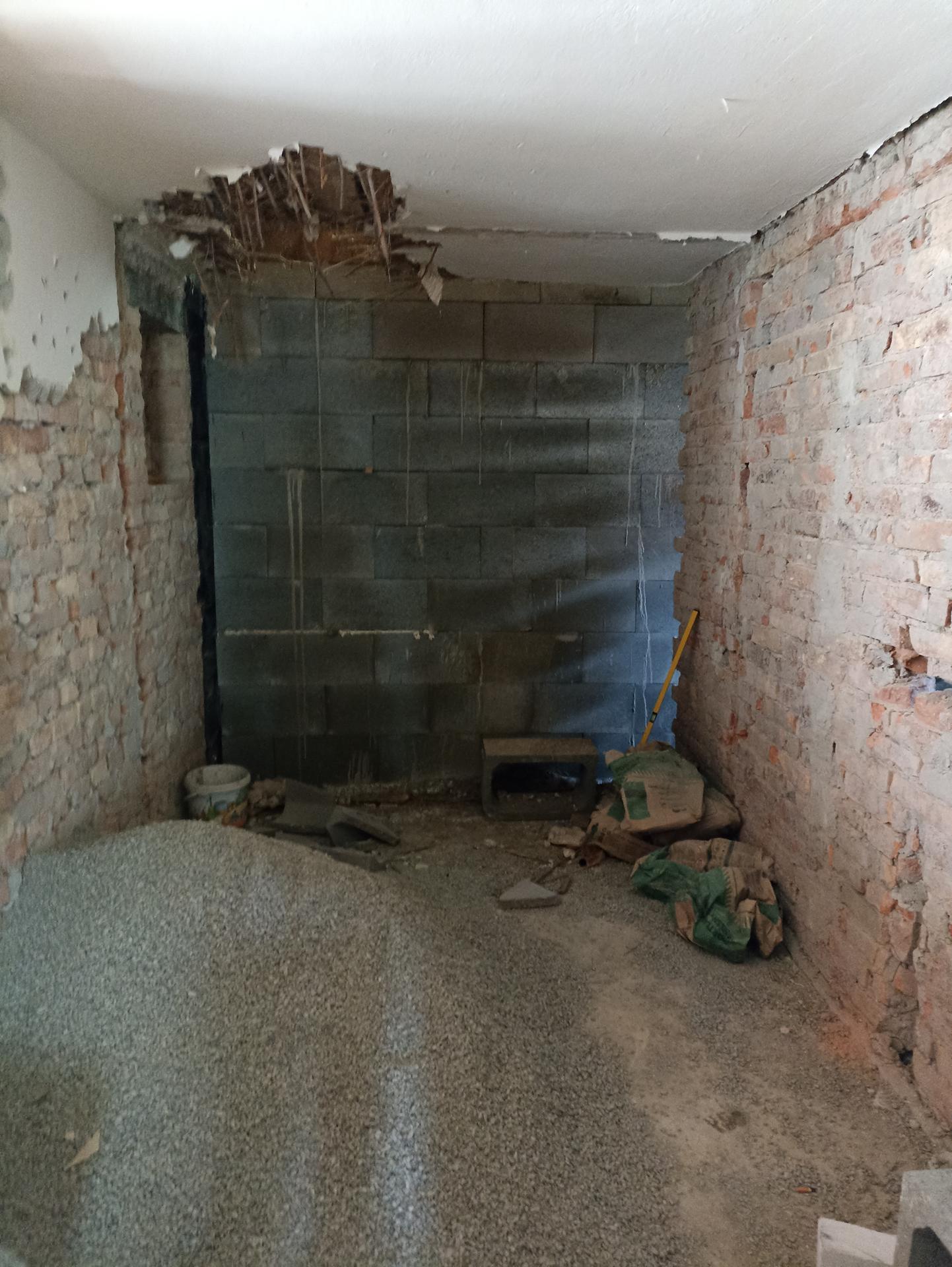 Kuchyň - Zeď už stojí ☺️