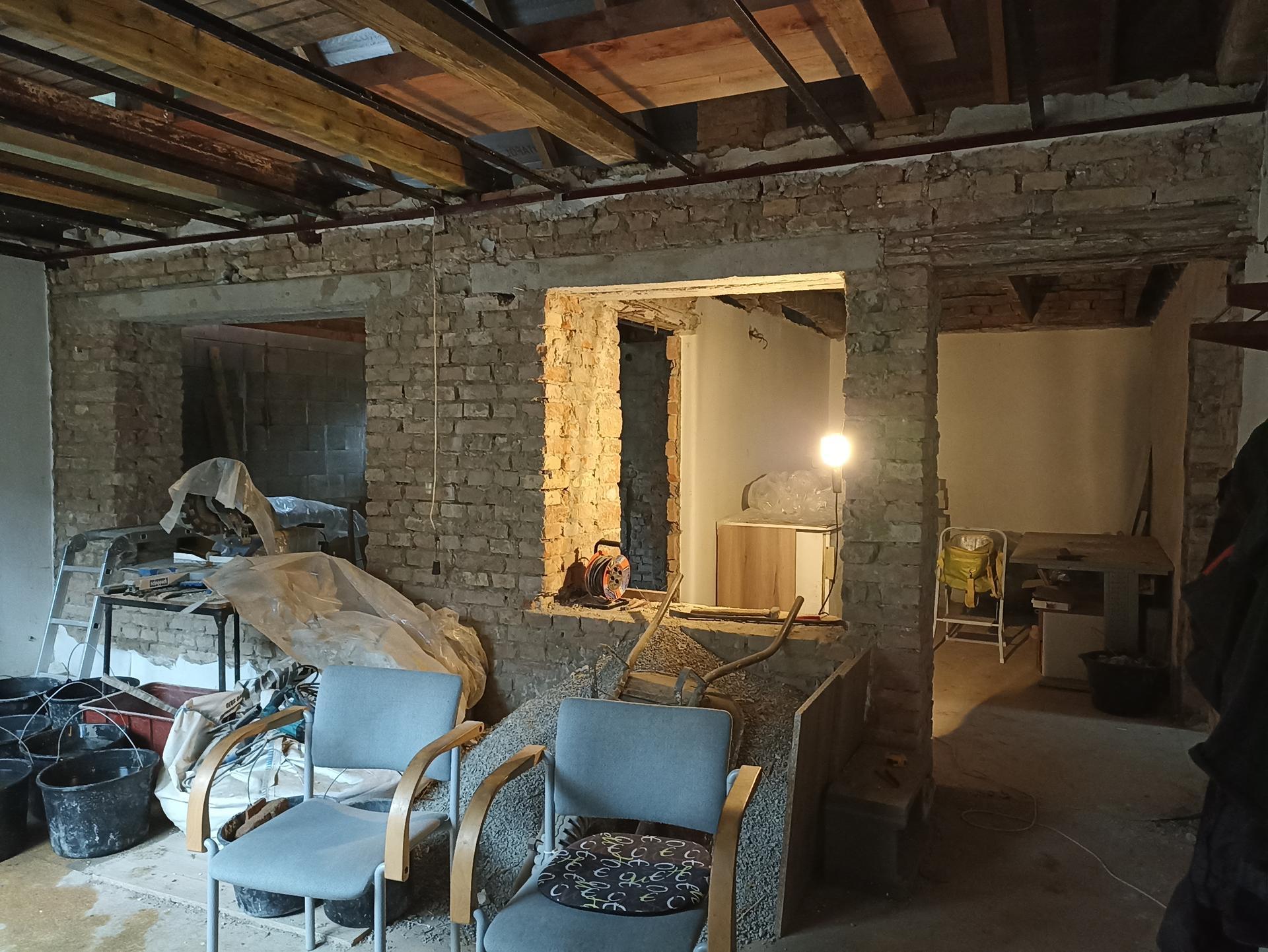 Veranda + chodba - Veranda bez stropu, pohled do kuchyně a pracovny bez stropu 😀