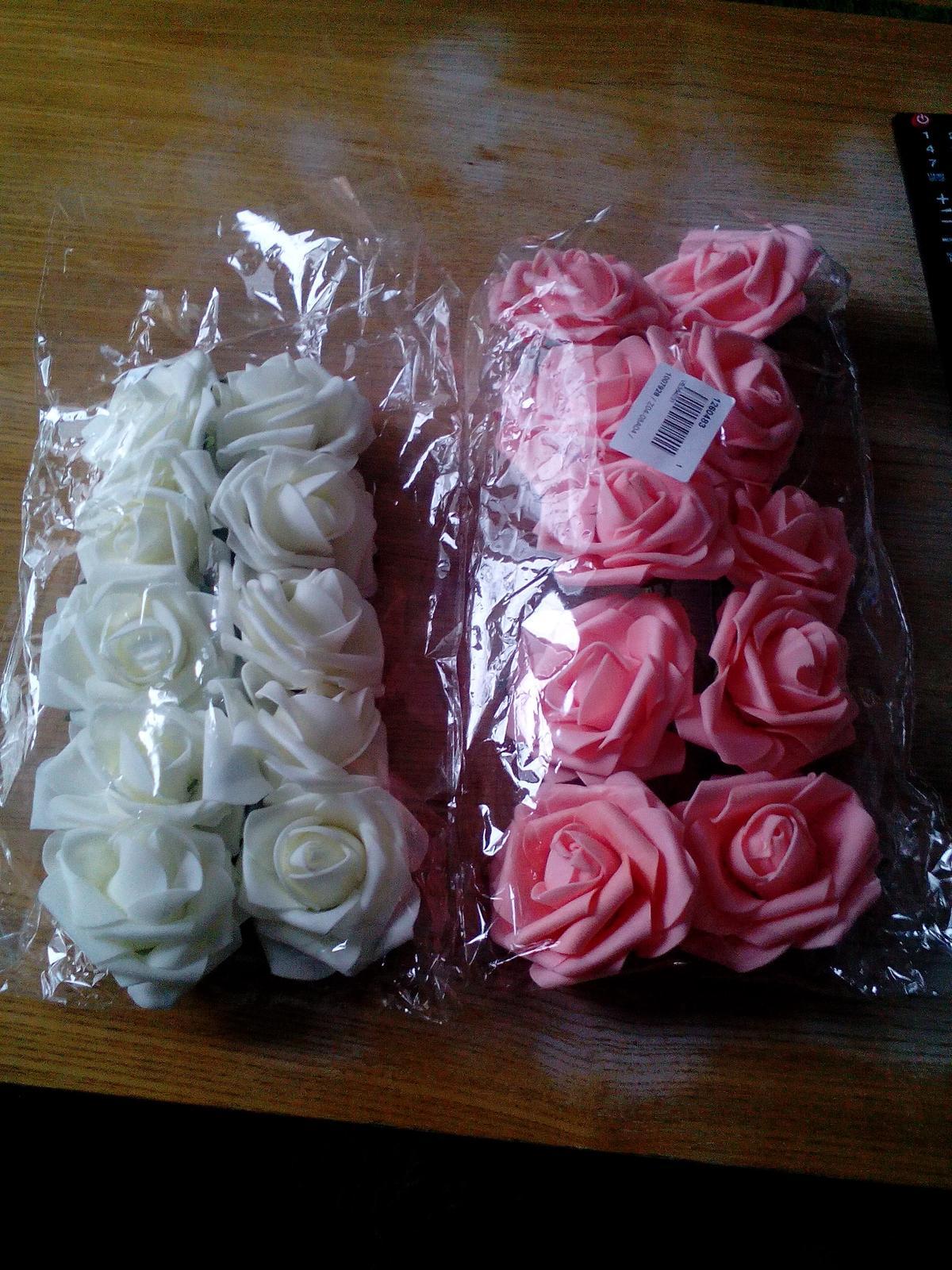 Co už máme - umělé růžičky, ještě dvě balení dojdou