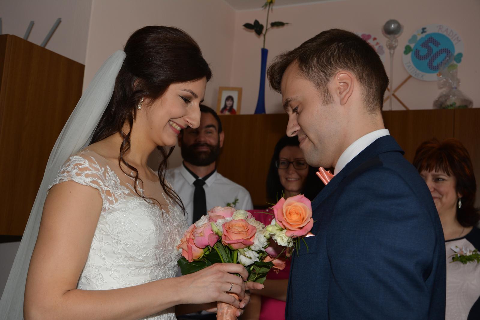 Lucie{{_AND_}}Petr - První setkání, předání květiny :)