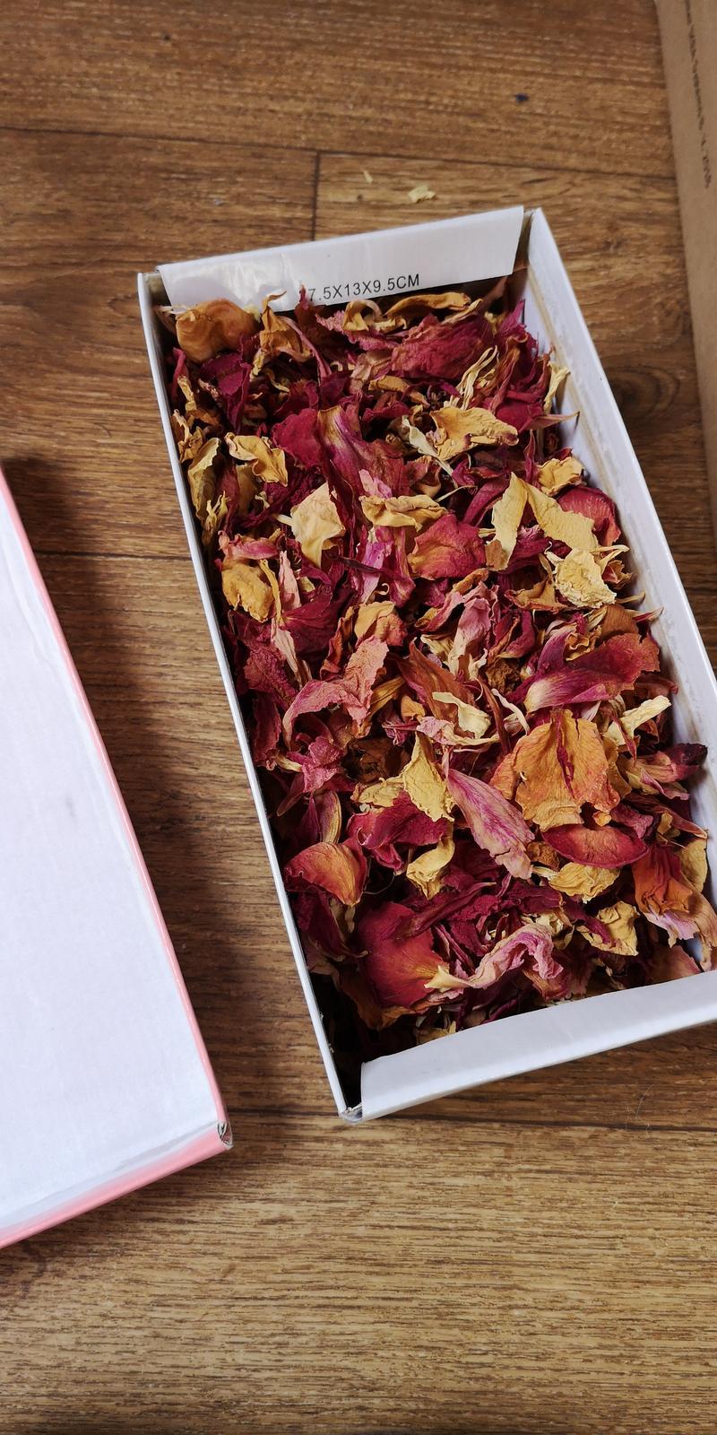 Sušené plátky růží a pivonek - Obrázek č. 1