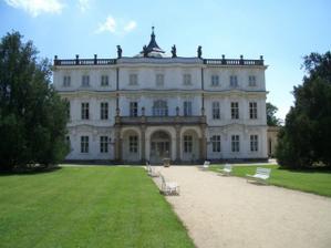 Krásný zámek Ploskovice