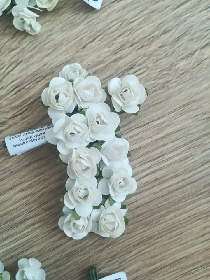 Malé ružičky biele, ružové, zelené - Obrázok č. 1