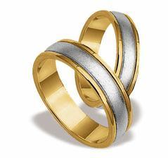 nase prstienky,mame na nich aj mena a datum  svadby