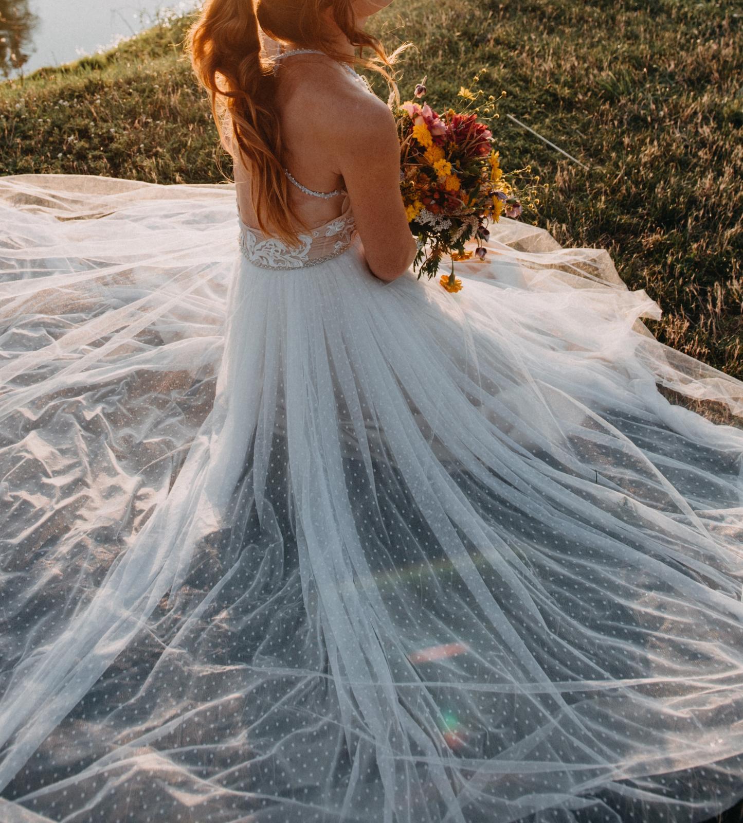 Svatební šaty se zlatou spodničkou - Obrázek č. 1