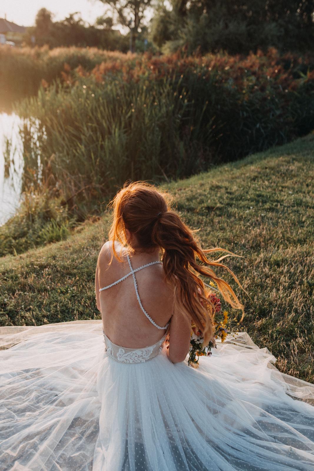 Svatební šaty šité na míru od návrhářky - Obrázek č. 1