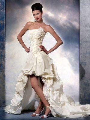 Zásnuby - nezvyčajné nevesty, klasické šaty sa mi viac páčia