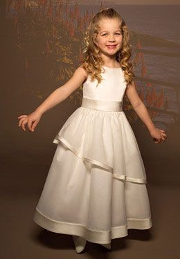 Zásnuby - moja malá družička bude mať krémové šaty