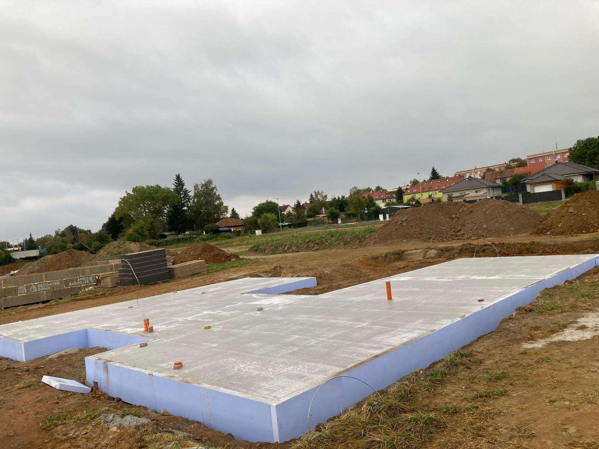 Stavba našeho domku - 16.9.2021 Základová deska hotová