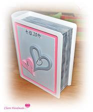 jeden z dárků od svatebních hostů.....dřevěná svatební kniha, do které se krásně vejdou všechna blahopřání