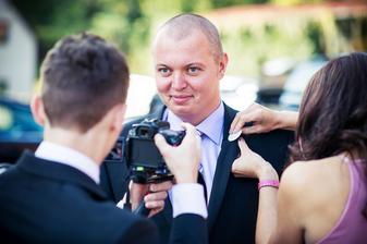 v hlavní roli svědek ženicha