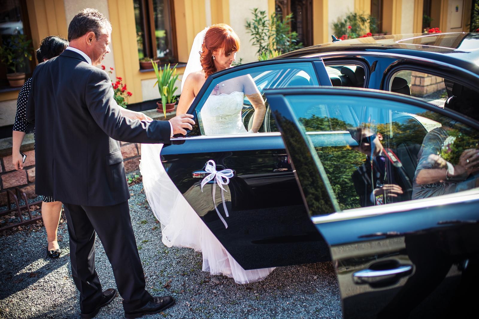 Martina{{_AND_}}Ondra - a šup s nevěstou do auta