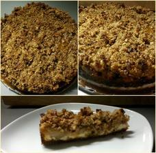 Cheesecake s jablky, drobenkou a slaným karamelem