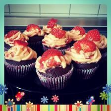 Čokoládové cupcake s jahodovým krémem