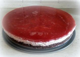 Nepečený jahodovo-tvarohový dort