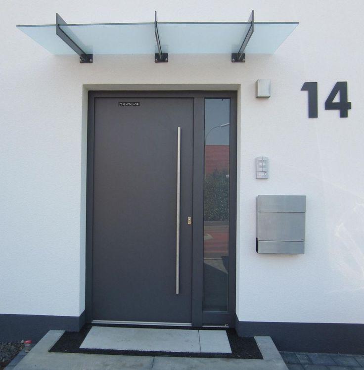 A další dilema, vchodové dveře budeme mít s vedlejším světlíkem. Nechali byste dveřní křídlo plné a nebo přidali ještě do středu prosvětlení? - Obrázek č. 2