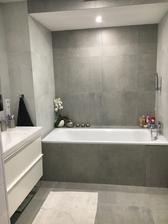 koupelna, revizní kachličku bude manžel upravovat, chybí ještě sprchový kout, zástěna ze skla