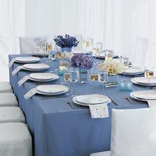 Ubrus ladí s modrofialovými kytičkami... hortensie, levandule, kaly... přímořská atmosféra:)