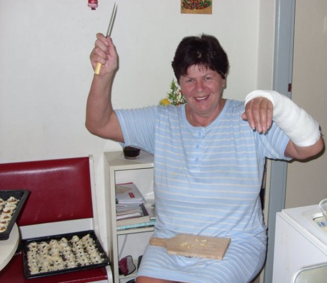 Pečení svatebních koláčků je veselé ;-)