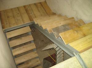 A máme provizorní schody