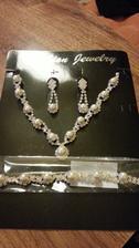 Moja svadobná bižu........náhrdelník, náramok, a náušničky....