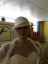 A klobúk miesto závoja
