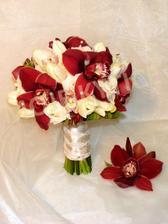 pěkná ,podobnou budu mít akorár s červených a bílých růží,tulipány jsou prý v červnu špatně sehnat :-)