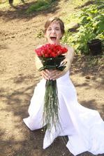 fotograf říkal řvi, tak jsem řvala....co? no přece, že jsem vdaná...