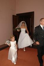 tak která z nás si drží sukni elegantněji:-))))