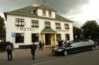 Hotel, kde byla hostina...