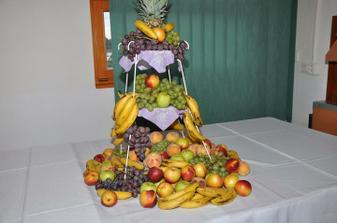 Ovocny stol si kazdy pochvaloval , este tam chyba melon , ktory potom dolozili, mnam mnam  . . .