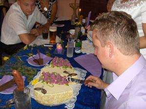 po obědě - krájení dortu