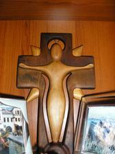 náš krížik, na ktorý budeme prisahať, od umeleckého rezbára